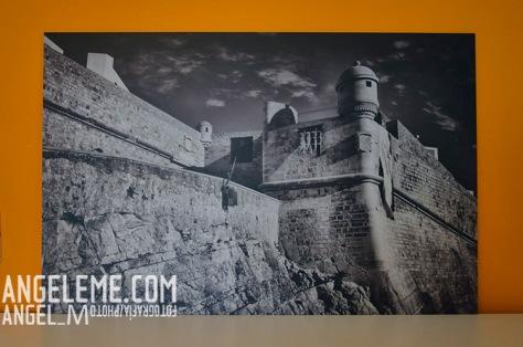 Fotografía de la imagen recibida, apoyada sobre un mueble y realizada a 400 ISO